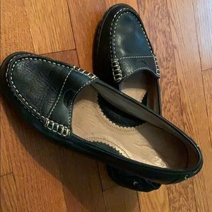 Lands End black loafer 6.5